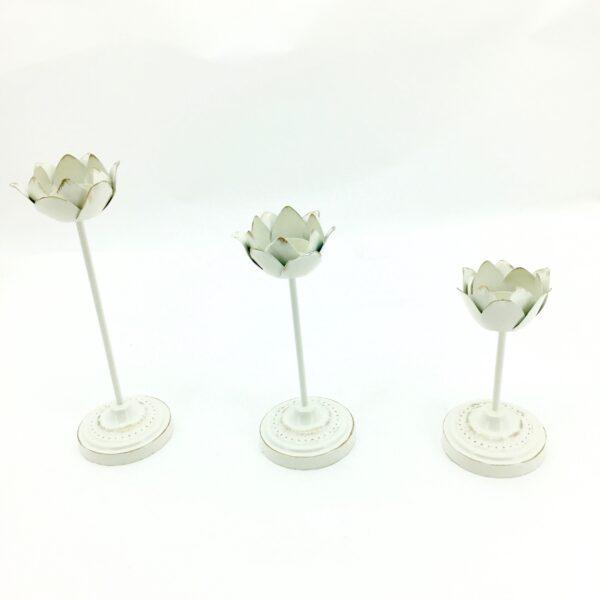 Portacandele bianco in latta a forma di petali s/3