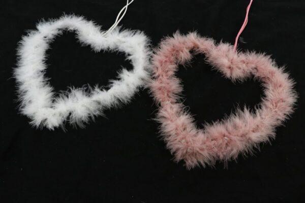 Set 2 cuori di piume da appendere colori ass. rosa e bianco l. 21 cm h. 37 cm