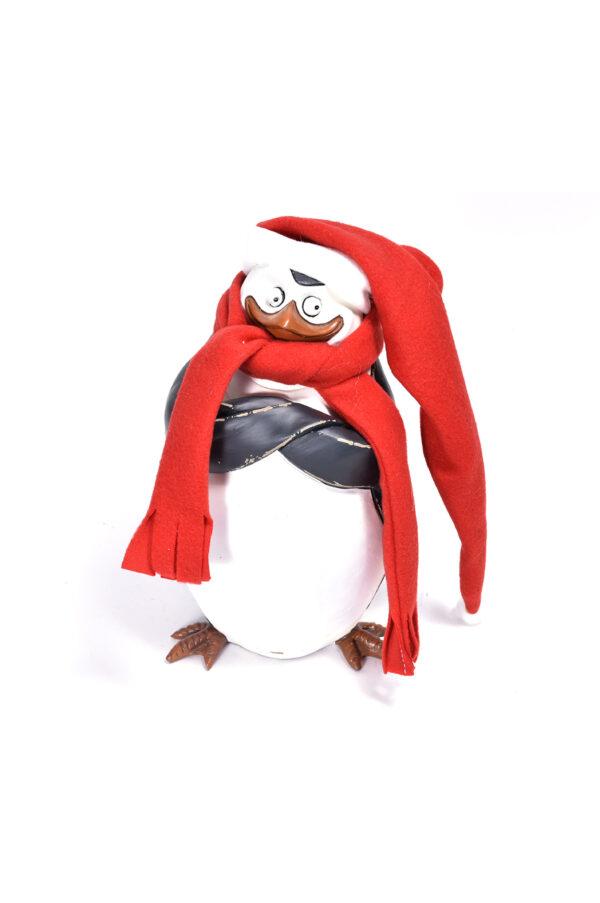 """Pupazzo in legno pinguino decorativo del cartone """"Madagascar"""" con sciarpa e cappello h. 27,5 cm"""