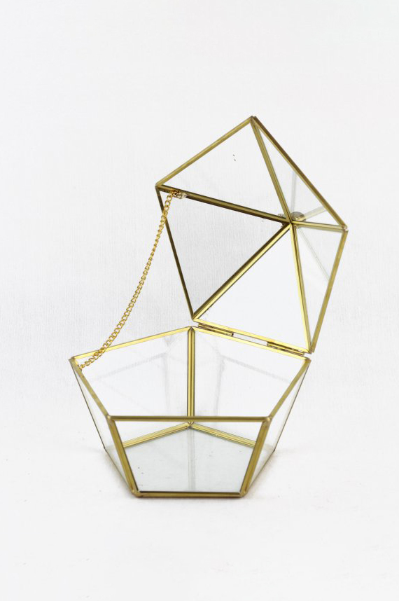 Scatola cofanetto pentagonale svasato in vetro e metallo oro 17 x 16 h. 14,2 cm