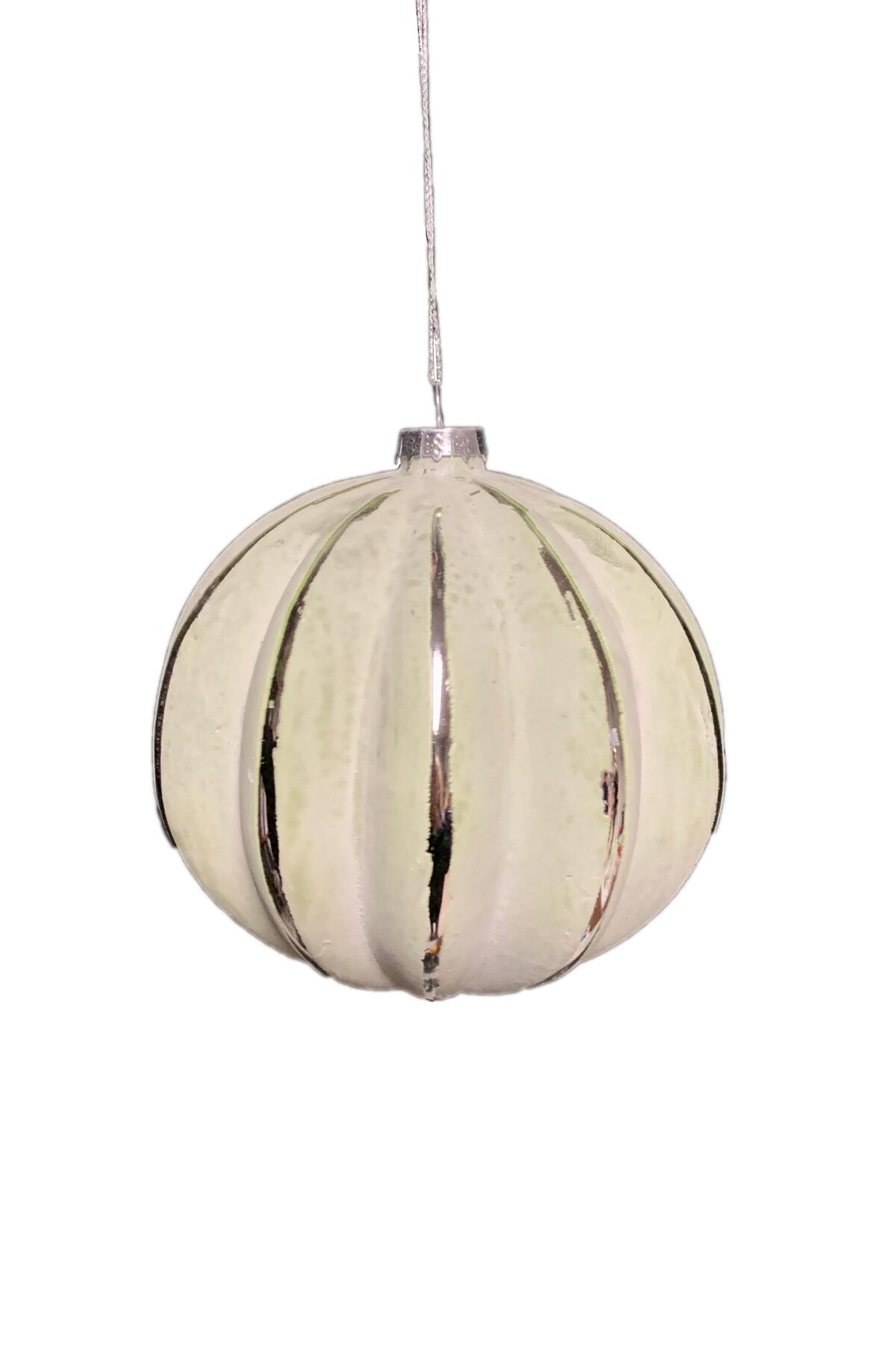 Pallina di Natale deluxe in vetro soffiato verde salvia chiaro con linee decorative platino d. 12 cm